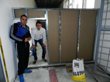 Petrović Milidrag i Stojanović Adam učenici odeljenja III-7, monteri suve gradnje,osvojili su treće mesto iz predmeta praktična nastava, mentor profesor Milovan Nikolić.